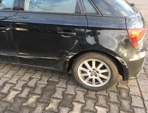 Dieser Audi wurde beschädigt  - die Polizei sucht Zeugen.