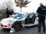 Zu einem Verkehrsunfall kam es am 13. November in Neuental - der Fahrer aus Haina musste mit hydraulischem Gerät aus seinem Mazda geschnitten werden.