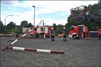 Die Feuerwehr musste den übrig gebliebenen Teil der Höhenbegrenzung entfernen.