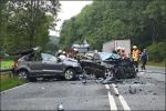 Eine tote Frau und fünf Schwerverletzte sind die traurige Bilanz dieses Unfalles.