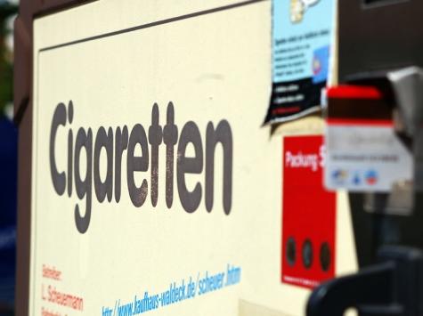 Ein Zigarettenautomat wurde in Geismar entwendet - die Polizei sucht Zeugen.