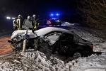 Die Beschädigungen am BMW zeigen, wie heftig der Unfall war. Die beiden Fahrzeuginsassen erlitten schwerste Verletzungen.