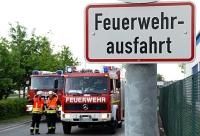 In Bottendorf brannten drei Mülltonnen - die Feuerwehr konnte Schlimmeres verhindern.
