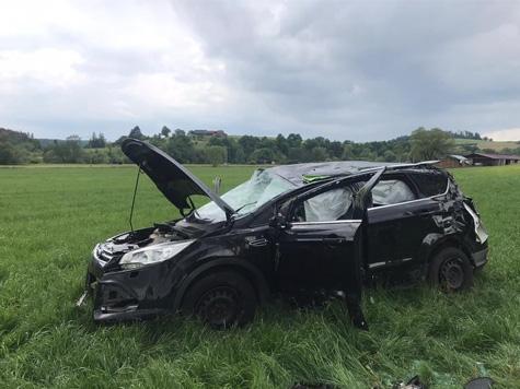 Am 8. Juni kam es vor dem Ortseingang Münden (Lichtenfels) zu einem Alleinunfall - der Fahrer wurde schwer, aber nicht lebensbedrohlich verletzt.