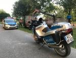 Am 10. August mussten Einsatzkräfte der Polizei einen Mann festnehmen, der mit einem nicht zugelassenen Lkw Teile seiner Ladung verloren hatte.