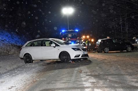 Beide Pkw wurden total zerstört. Die Fahrzeuginsassen blieben wie durch ein Wunder unverletzt.