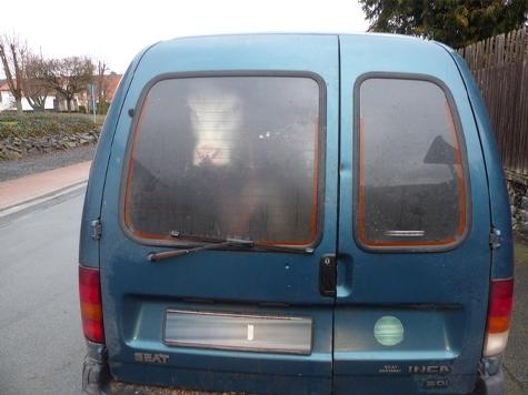Die Baunataler Polizei fand am Dienstag ein Rind in einem Kleintransporter.