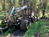 Diese Forstmaschine brannte am 29. Mai bei Battenberg völlig aus.