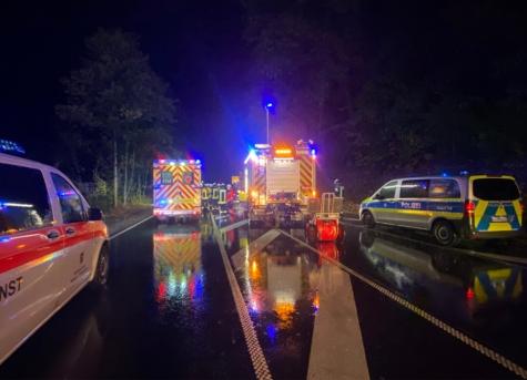 Feuerwehr, Notarzt, Retter und Polizeikräfte waren am 26. September auf der B252 im Einsatz.