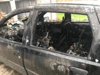 In Ammenhausen brannte am Freitag ein Fiat in einer Scheune aus.