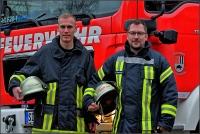 Moritz Eigner und Mark Stremmel (von links) sind nicht nur von der Kameradschaft in der Bad Berleburger Feuerwehr beeindruckt. Diese gaben sie beim Pressetermin direkt auch an mich weiter.