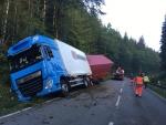 Auf der Bundesstraße 236 verunfallte am Montagmorgen ein Lkw.