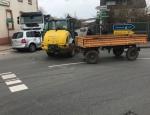 Ein Radlader schob am 12. März in Volkmarsen einen VW-Touran gegen einen Lkw