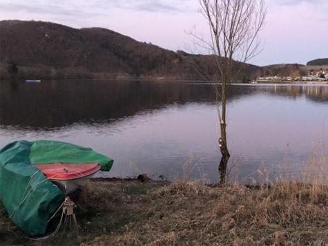 Am Diemelsee wurde ein Elektro-Kajütboot aufgebrochen.
