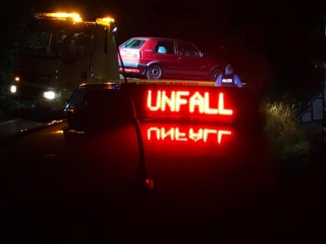 Unfall, kein Führerschein, alkoholisiert.