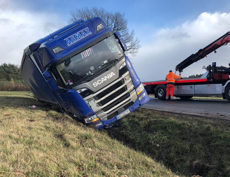 Dieser Scania kam am 10. Februar auf der B 252 ohne Fremdeinwirkung von der Straße ab.