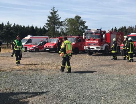 Brand in Flechtdorfer Mülldeponie: Kreisbrandmeister Christoph Weltecke und Einsatzleiter Torsten Behle treffen sich am 10. Juli um 11 Uhr zur Lagebesprechung.