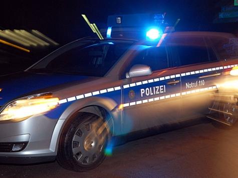 Nachts in Volkmarsen: Feuerwehr und Polizei im Einsatz.