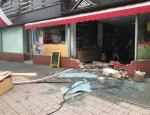 Am 20. Juli 2019 wurde die Schaufensterscheibe eines Lebensmittelgeschäfts in Schwalefeld zerstört.