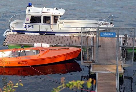 Die Wasserschutzpolizei musste am 21. Februar einen toten Hund aus dem See holen