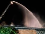 Ein Großbrand in Meerhof rief Feuerwehr, Polizei und Rettungskräfte auf den Plan - auch das DRK unterstützte tatkräftig.