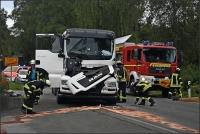 Der Fahrer des auffahrenden Lkw wurde eingeklemmt.