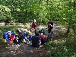 Der verletzte Wanderer wurde versorgt und den Luftrettern der Bergwacht mittels Winde zum Hubschrauber aufgewincht.