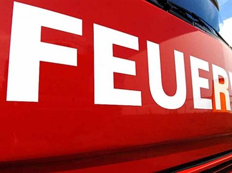 In Bad Lippspringe brannte in der Nacht zu Dienstag eine Halle nieder.
