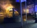 In den frühern Morgenstunden des 12. April haben Unbekannte eine Osterdekoration am Obermarkt abgefackelt - die Polizei sucht Zeugen.