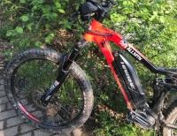 Ein Treckingrad und ein Pedelec stießen am 23. Juni auf dem Uferrandweg am Twistesee zusammen.