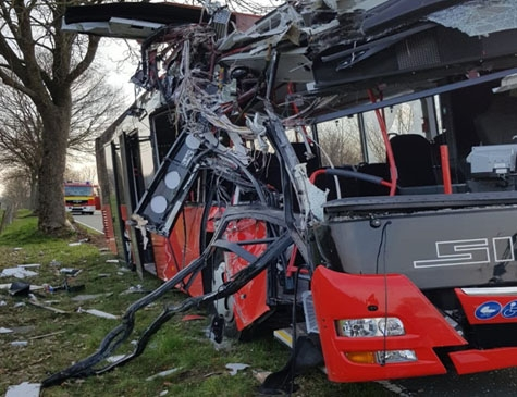 30 verletzte Personen, 200.000 Euro Sachschaden und eine Straßensperrung sind das Ergebnis eines Unfalls bei Lichtenau am 2. April 2019
