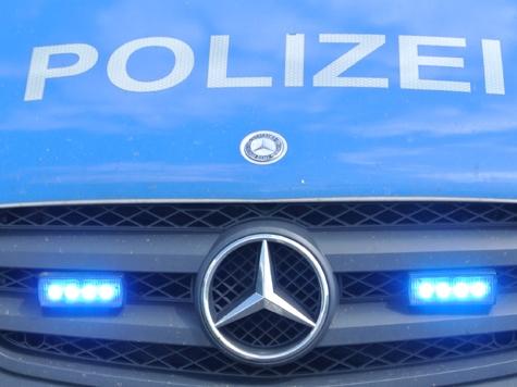 Die Polizei sucht Zeugen, die Hinweise auf die Täter geben können.