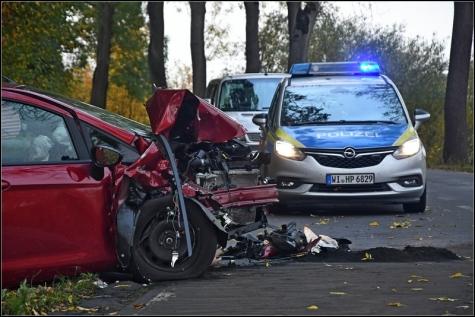 Beide Fahrzeuge wurden bei dem Unfall total zerstört.Die beiden Fahrerinnen kamen in Krankenhäuser nach Korbach und Frankenberg.