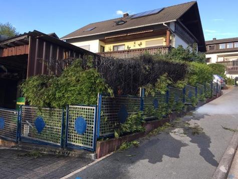 Am 4. September geriet eien Lebensbaumhecke in Bottendorf in Brand.