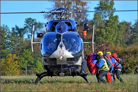 Mit dem Hubschrauber wurden die Bergretter zum Einsatzort gebracht.