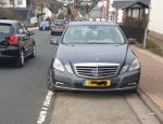 Auch dieser Mercedes aus Luxemburg wurde von dem Gelenkbus beschädigt.