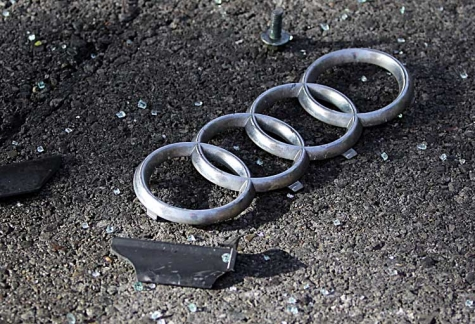 Mit seinem gelben Audi ist am 3. März ein 19-Jähriger in Frankenberg von der Fahrbahn abgekommen - der Wagen hat nur noch Schrottwert