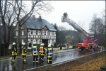 Während des Feuerwehreinsatzes war die Landstraße voll gesperrt.