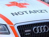 Ein Mann attackierte die Rettungskräfte, weil sie ihn zugeparkt hatten.
