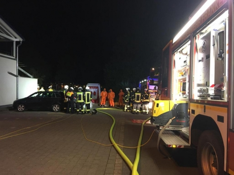 Die Feuerwehr musste mit Chemieschutzanzügen vorgehen.