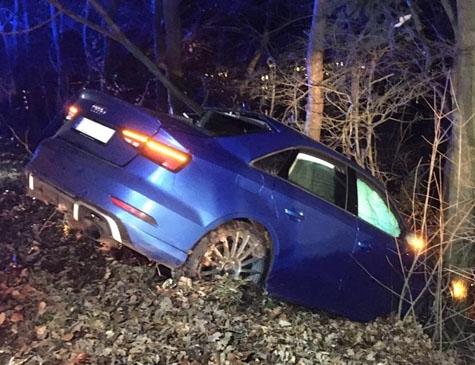Die Fahrt des 400 PS starken Audi RS3 endete vor einer Baumreihe an der K 40 bei Reinhardshausen.