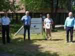 Marek Engel (Zweiter von rechts) nahm aus den Händen des Ersten Kreisbeigeordneten Karl-Friedrich Frese (Zweiter von links) die Ernennungsurkunde zum Organisatorischen Leiter Rettungsdienst entgegen. Mit ihm freuten sich (von links) Kreisbrandinspektor Gerhard Biederbick und Leitender Notarzt Dr. Rudolf Alexi.