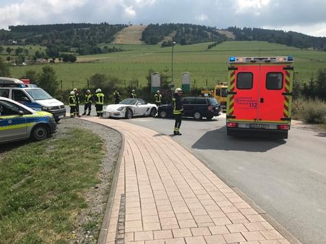 Ein Verkehrsunfall ereignete sich am 3. August in Willingen - drei Personen wurden verletzt, es entstand hoher Sachschaden.