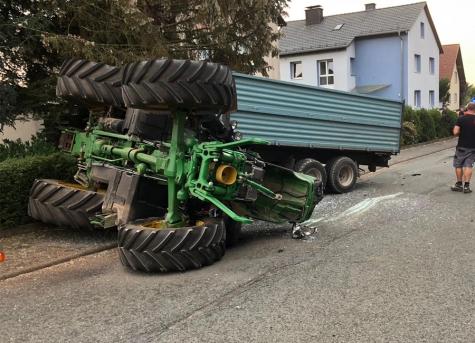 Ein Unfall in Höringhausen forderte am 9. August 2020 zwei verletzte Personen und hohen Sachschaden.