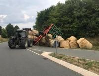 Am 28. Juli kippte dieser Ladewagen in Frankenberg um - es blieb bei Sachschaden
