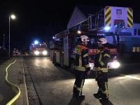 Zwie Kinder wurden bei einem Wohnungsbrand im Rosenweg verletzt - zwie Rettungshubschrauber wurden eingesetzt