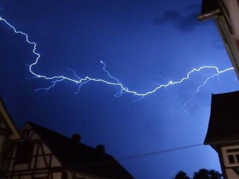 Blitzeinschläge im Nachbarkreis Höxter.