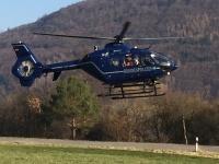Ein Hubschrauber war stundenlang im Einsatz und brachte am 4. März den ersehnten Erfolg: Gegen 13 Uhr wurde der Junge in einem Waldstück gesichtet.
