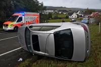 Der Wagen der 26-jährigen Frau überschlug sich in der Böschung.