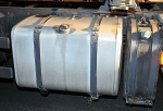 Etwa 350 Liter Dieselkraftstoff wurden aus einem Lkw-Tank gezogen - die Polizei sucht Zeugen.
